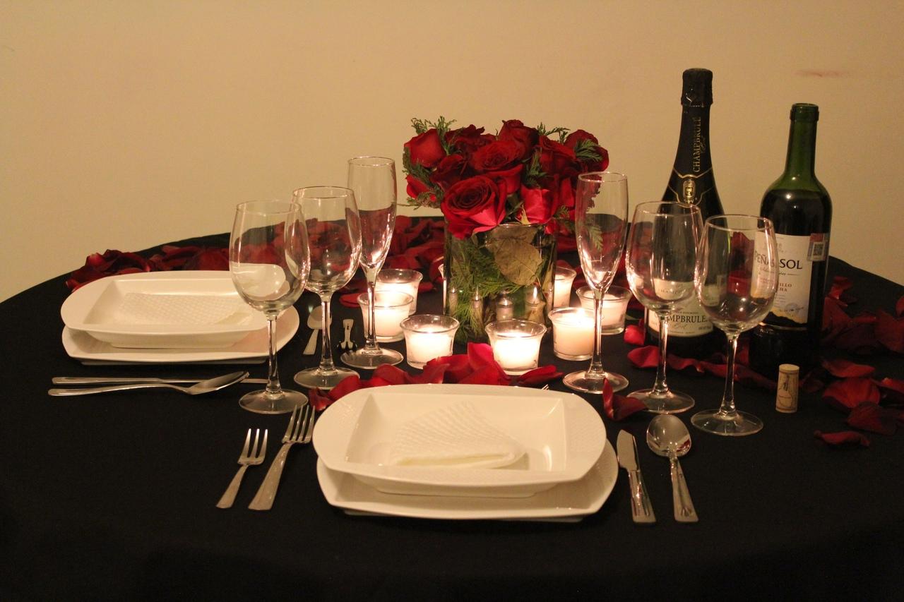 Сервировка романтического ужина.
